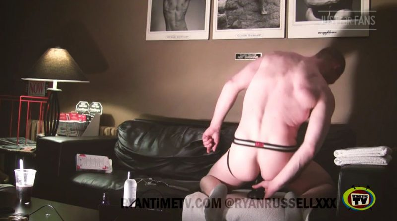 Ryan Russell #LIVE Vibe and Dildo Solo